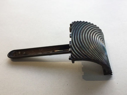 a wood graining rocker tool