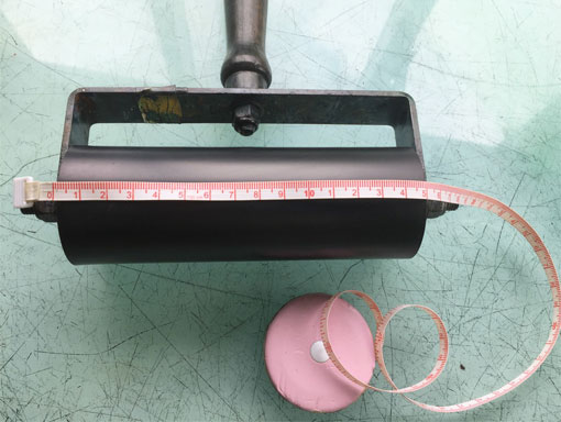 Measure the width of a printing roller